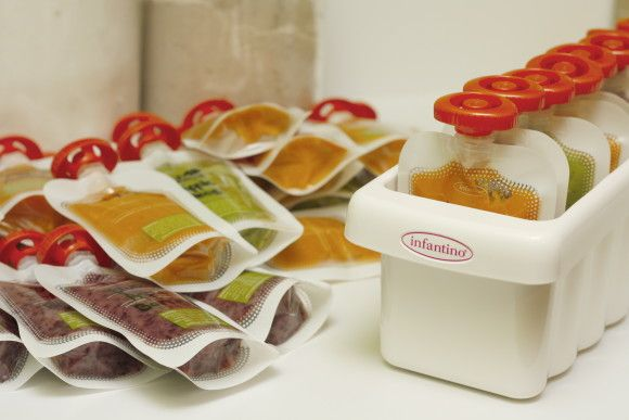 How to make home made baby food squeeze pouches. Infantino's Fresh Squeezed system is awesome!