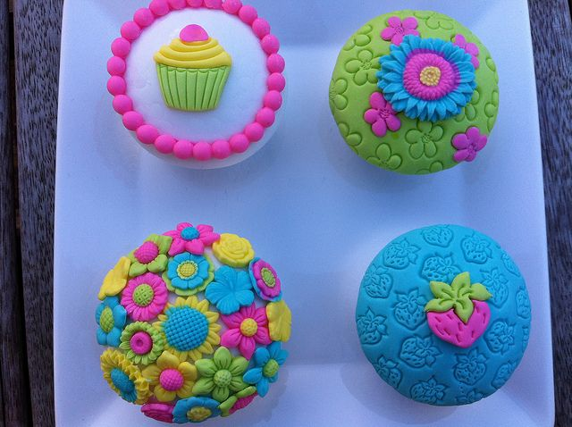Neon Cupcakes - it is like the 80s are visiting