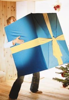 Mai mult ca sigur ca nu vei gasi ambalaj si funda pe masura cadourilor voluminoase pe care le-ai ales asa ca incearca sa fii creativ si sa pregatesti cadoul intr-un mod surprinzator: incearca sa fii altfel.