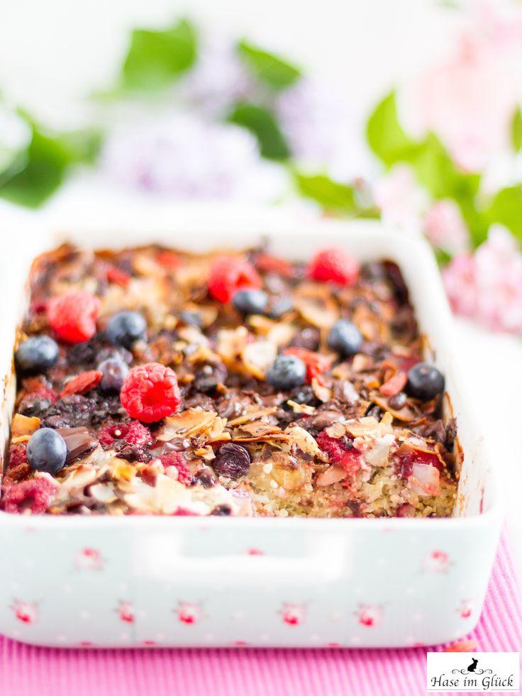 Rezept für Quinoa Auflauf mit Beeren, Bananen und vielen Superfoods zum #SuperfoodSamstag bei feiertäglich von @haseimglueck
