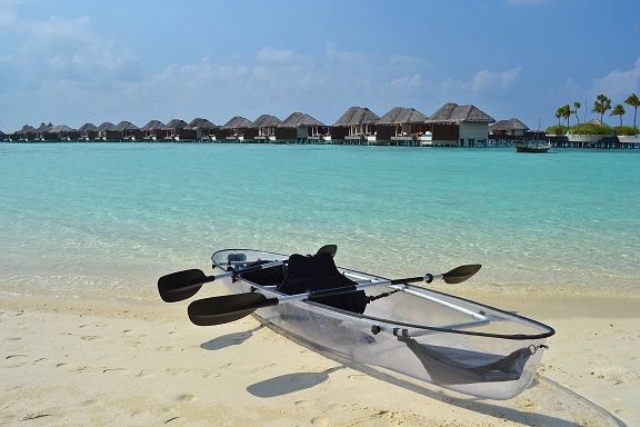 """Molokini """"transparent glass"""" canoe, W Maldives"""