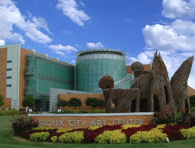 Sioux City Art Center, Sioux City, Iowa This place is real pretty arcitechturaly stunning