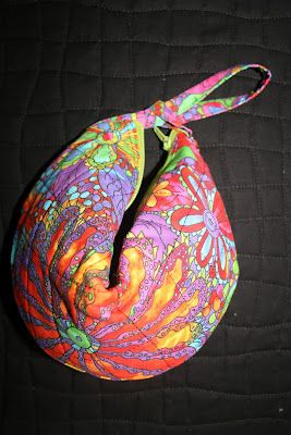 Random Acts of Piece: Fortune Cookie Purse  What a fun purse to make!