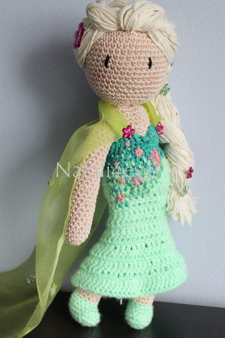 Crochet Elsa from frozen 2