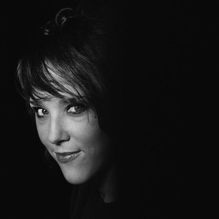 «#Paris la chanteuse #Zaz @zaz_official dans mon objectif - magique hier soir sur la scène du #Comedia #unsoiravec @europe1 #instanikos»
