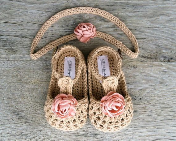 WILLOW beige- You can choose between two options: only booties or booties with headband  worldwide shipping 4.5 eur  Made to order in sizes:  Booties:  Newborn (8,5 cm/3,25) 0-3 months (9cm/3,5) 3-6 months (10cm/3,9) 6-12 months (11cm/4,25)  Headband: newborn- up to 13,5/34 cm 0-3 months- up tp 16/41cm 3-6 months- up tp 1743cm 6-12months- up to 18/46cm  YARN:  100%cotton Made in EU Oeko-Tex® certificate   CARE:  Handwashing and air drying recommended. Before laying out to dry, reshape with…