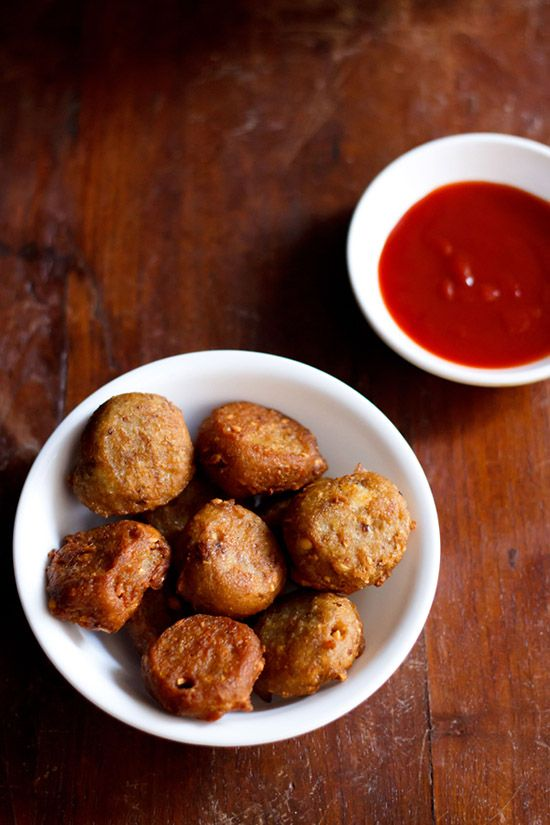 vrat ke pakore or kuttu pakoras – deep fried fritters made with buckwheat flour, mashed potatoes, roasted peanuts and dry pomegranate powder.
