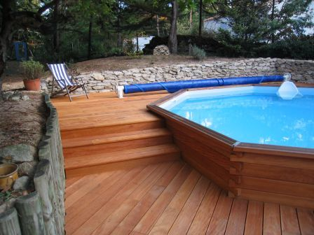 Piscine bois semi enterr e recherche google piscine for Piscine en teck semi enterree