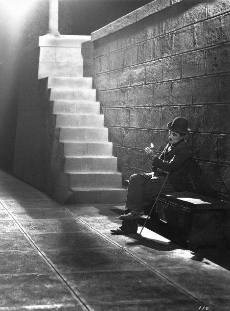 Still of Charles Chaplin in City Lights