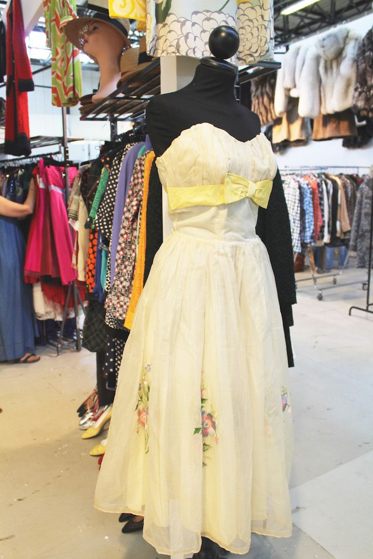 How to choose vintage , how to shop vintage   #vintage #dress #fashion #shopping #shoppingtips #yellow #lifestyle #stores #trend
