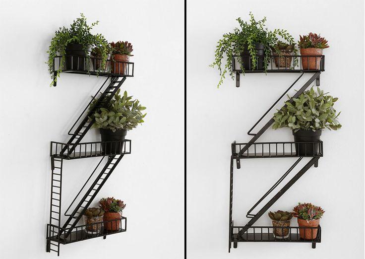 Étagères style escalier de secours