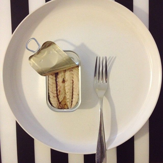 #konserwa tywna #przystawka #fish #can #canned #portugal #minimal #dinner #fork #stripes