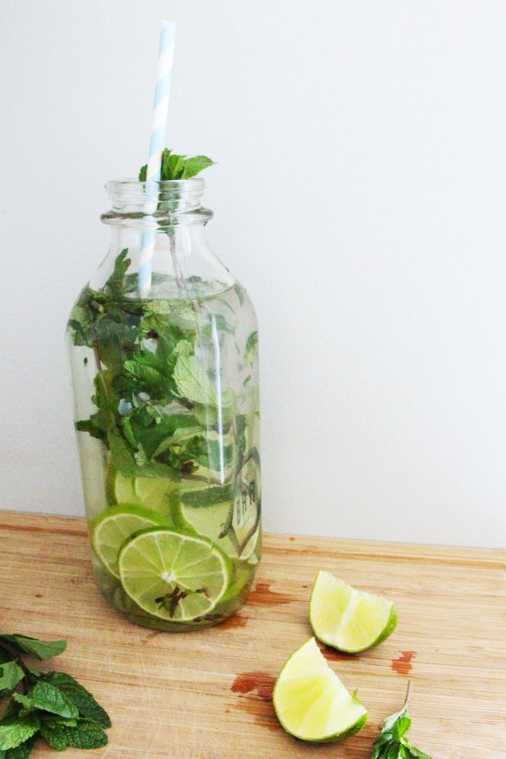 mojito inspired water with fresh mint and muddled lime wedges COCKTAIL INSPIRED WATER | FASHION / BEAUTY / TRAVEL / FOOD + DRINK