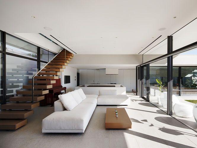 Living com Sofá em L. Arquiteto: Soichi Yamasaki. Fotógrafo: Kai Nakamura.