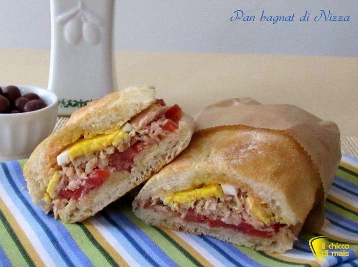 Pan bagnat di Nizza, ricetta del famoso panino francese farcito con tonno, uovo sodo, olive, alici, pomodori e peperoni