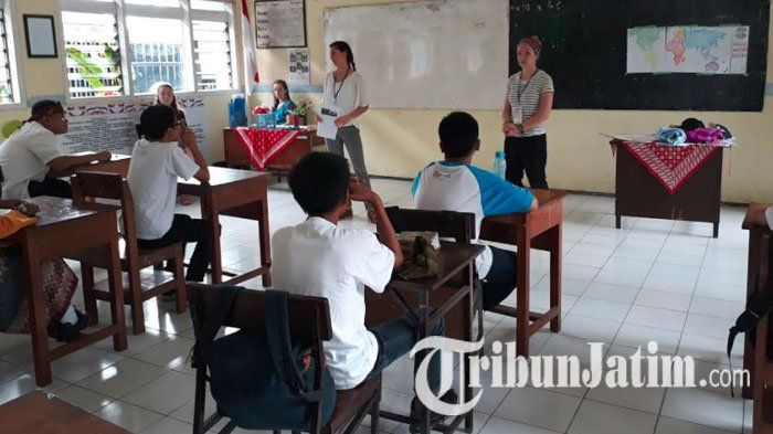 Kunjungi Malang, Mahasiswa AS Katakan Tak Asing dengan Permainan Dakon, Ternyata Ada yang Mirip