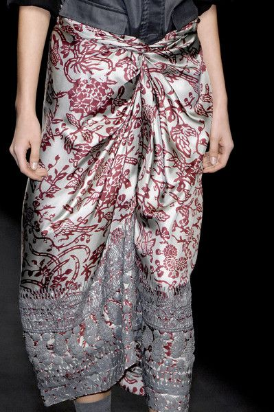 Lace on silk with a print Dries Van Noten Fall 2007 - Details