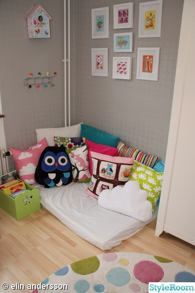 gray wall + framesBeds, Floors, Owls Pillows Reading Nooks, Frames, Isabella Room, Lil Nooks, Interiors Plans, Gray Wall, Toys Room