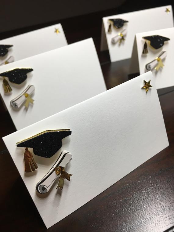 Graduierung Placecards, Absolvent-Platzkarten, kundenspezifische Abschluss-Eskorte-Karten, Kappen-und Diplom-Namen-Sitzkarten, Nahrungsmittelaufkleber-Zelte - 6 / order