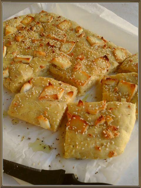 Βουτυρόμελο: Εύκολο ταψάτο ψωμί με μανούρι και λαδορίγανη