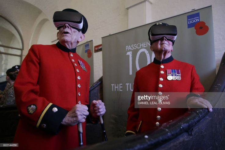 TOPSHOT - Chelsea pensioners John Kidman, 87, (L) and Bill 'Spud' Hunt, 83, wear Virtual Reality (VR) headsets at a photocall during the Royal British Legion launch of the Battle of Passchendaele virtual reality content at the Household Cavalry Museum in Westminster, central London on July 25, 2017. / AFP PHOTO / Daniel LEAL