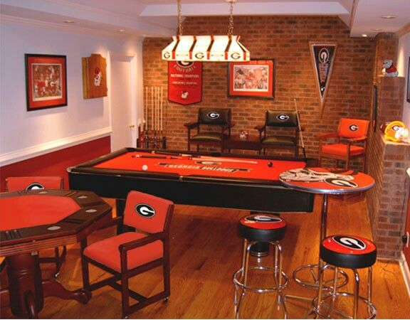 9 best images about georgia fan cave on pinterest helmet for Georgia bulldog bedroom ideas