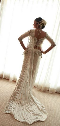 Beautiful design and white wedding saree pota! #saree #indianwedding