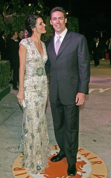 Angie Harmon Jason Sehorn Photos - Actress Angie Harmon (L) and husband Jason Sehorn arrive at the 2007 Vanity Fair Oscar Party at Mortons on February 25, 2007 in West Hollywood, California. - 2007 Vanity Fair Oscar Party