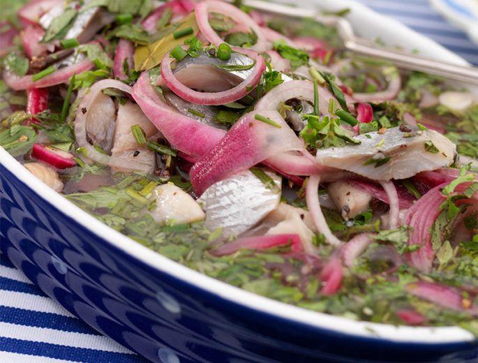 Fisk och skaldjur till vardag och fest, och goda sill- och laxinläggningar till årets alla högtider.
