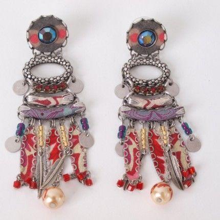 Prachtige handgemaakte oorbellen van Ayala bar met kristal, mineralen en glas   http://www.widaro.nl/ayala-bar-oorbellen-rood-3541.html