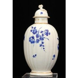 Tea canister decorated with Dry Blue flowers C1780