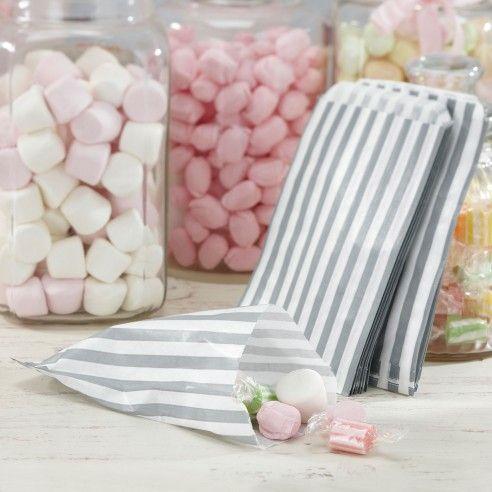 Set van 25 zilver wit gestreepte snoepzakjes. Perfect voor DIY huwelijksfeestjes.