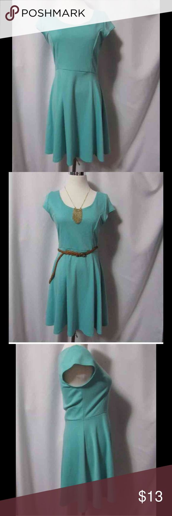 Vibe sportswear mint green dress size L This mint green dress is in good conditions no stains or holes from a smoke free home. Size large  Measurements Shoulder width: 13.5 in bust: 14 in waist: 14.5 in sleeve: 4 in length: 33.5 in Dresses Mini