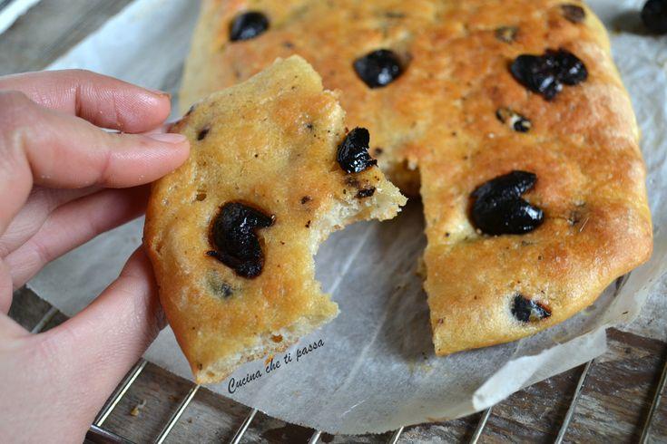 Focaccia alle olive senza impasto