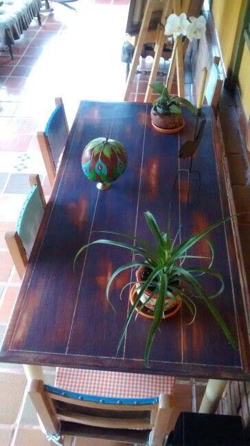 Mesa pintada en 3 acrilicos aguados