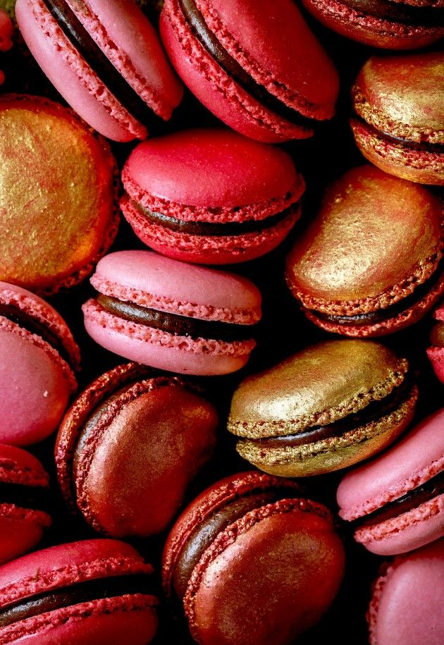 Valentine's macarons to celebrate the ones you love. For these glammed up beauties, I used an Italian macaron recipe that is a no fail, no-hollow macaron recipe.