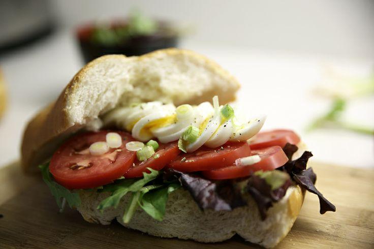 Broodje tomaat met ei