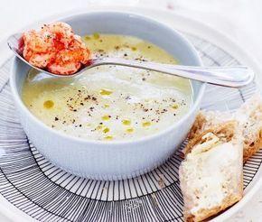 En riktigt smarrig soppa av broccoli som dessutom är lätt som en plätt att laga till! Servera den varma broccolisoppan tillsammans med en brödbit och njut!