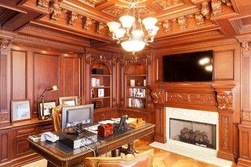 Home Office с большим деревянными панелями.  традиционный домашний офис