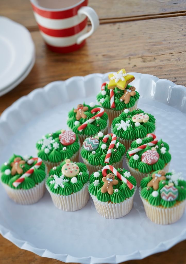 Learn to make Christmas tree cupcakes with this simple how-to. The tasty treats are great for both adults and kids, and look almost too good to eat!