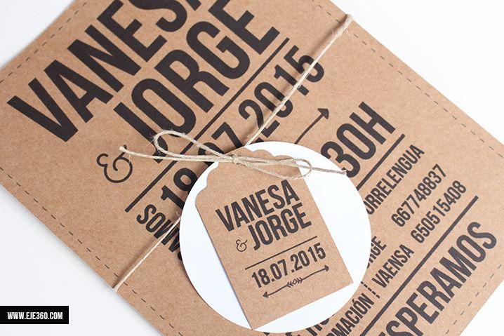 Invitación kraft perfecta para bodas y eventos. Invitación compuesta por tarjetón en kraft con cuerda y etiqueta.