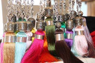 Sautoirs à pompons de soie de toutes les couleurs http://izitmi.com/37-sautoirs