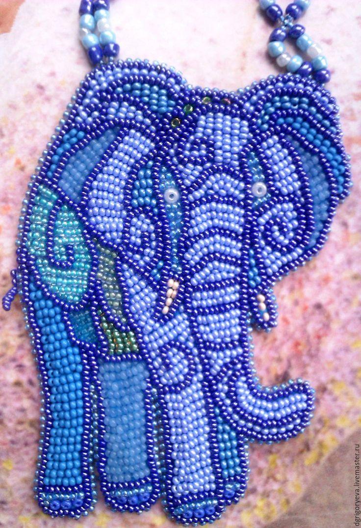 Купить Африканский слон: вышитый бисером кулон - колье из бисера, колье с бисером