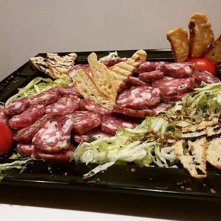 Il gusto autentico della #Sicilia! #anticamacelleriacanzone #caccamo #salumi #formaggi #gusto #prodottitipici #sapore #antipasto #taglieredisalumi #tagliere #macelleria #salumeria
