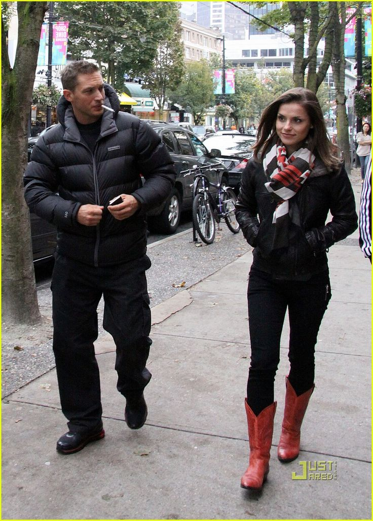 Google Image Result for http://cdn01.cdn.justjared.com/wp-content/uploads/2010/10/hardy-robson/tom-hardy-charlotte-riley-robson-street-stroll-05.jpg