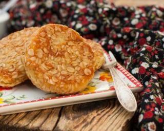 Pancakes au son de blé légers : http://www.fourchette-et-bikini.fr/recettes/recettes-minceur/pancakes-au-son-de-ble-legers.html