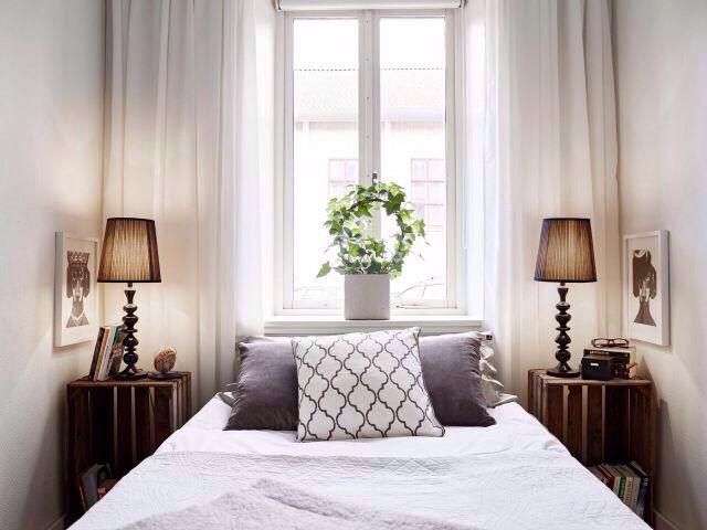 Small Bedroom. Kleine SchlafzimmerKleines Schlafzimmer LayoutDoppelbetten NachttischGästezimmerJurtenSchlafzimmer Idea