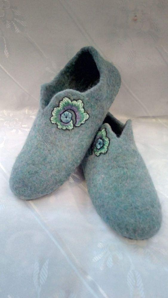1400df2b59341 Handmade slipper made of natural sheep wool #fashion #clothing ...