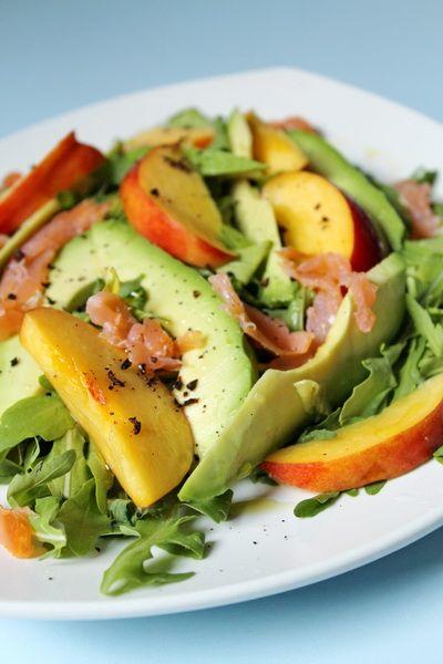 Nektarinos avokádó saláta