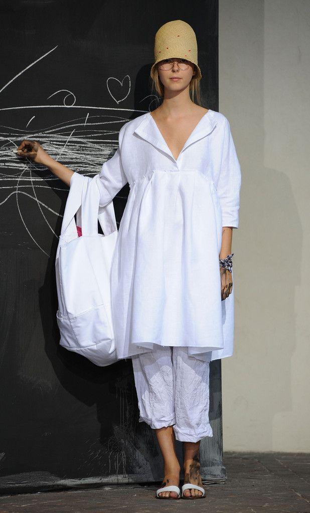 Daniela+Gregis+Milan+Fashion+Week+Womenswear+TrQ7hdcpUP6x.jpg 618×1.024 piksel